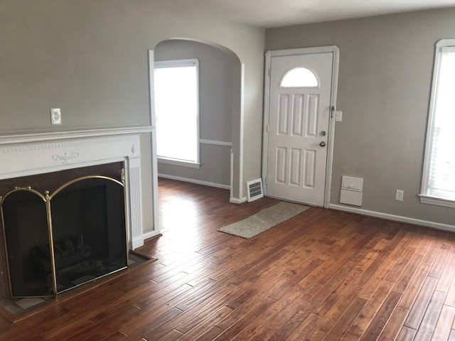 Mayfield Heights, OH rental updated living room